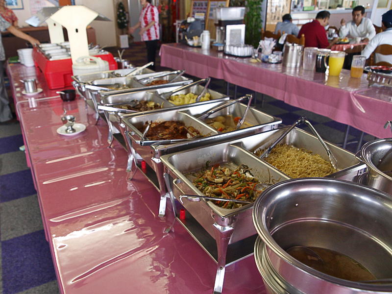 food_table_onishig.jpg