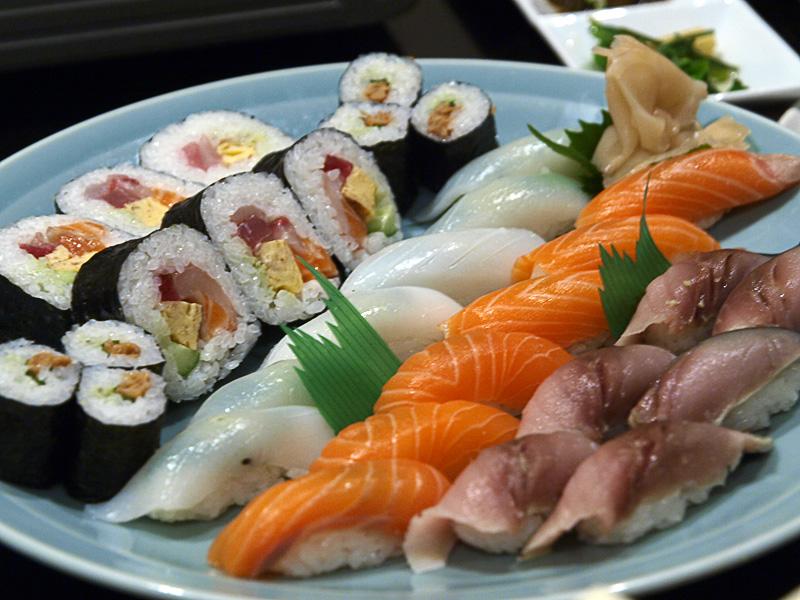 sushi_hananoya081206.jpg