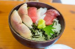 teishoku_sashimidon_raku.jpg